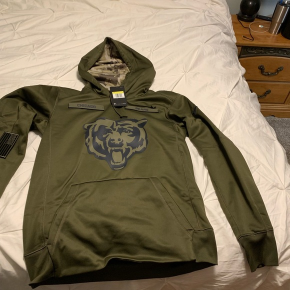 pretty nice d1265 bb455 Chicago Bears Salute our Veterans hoodie NWT